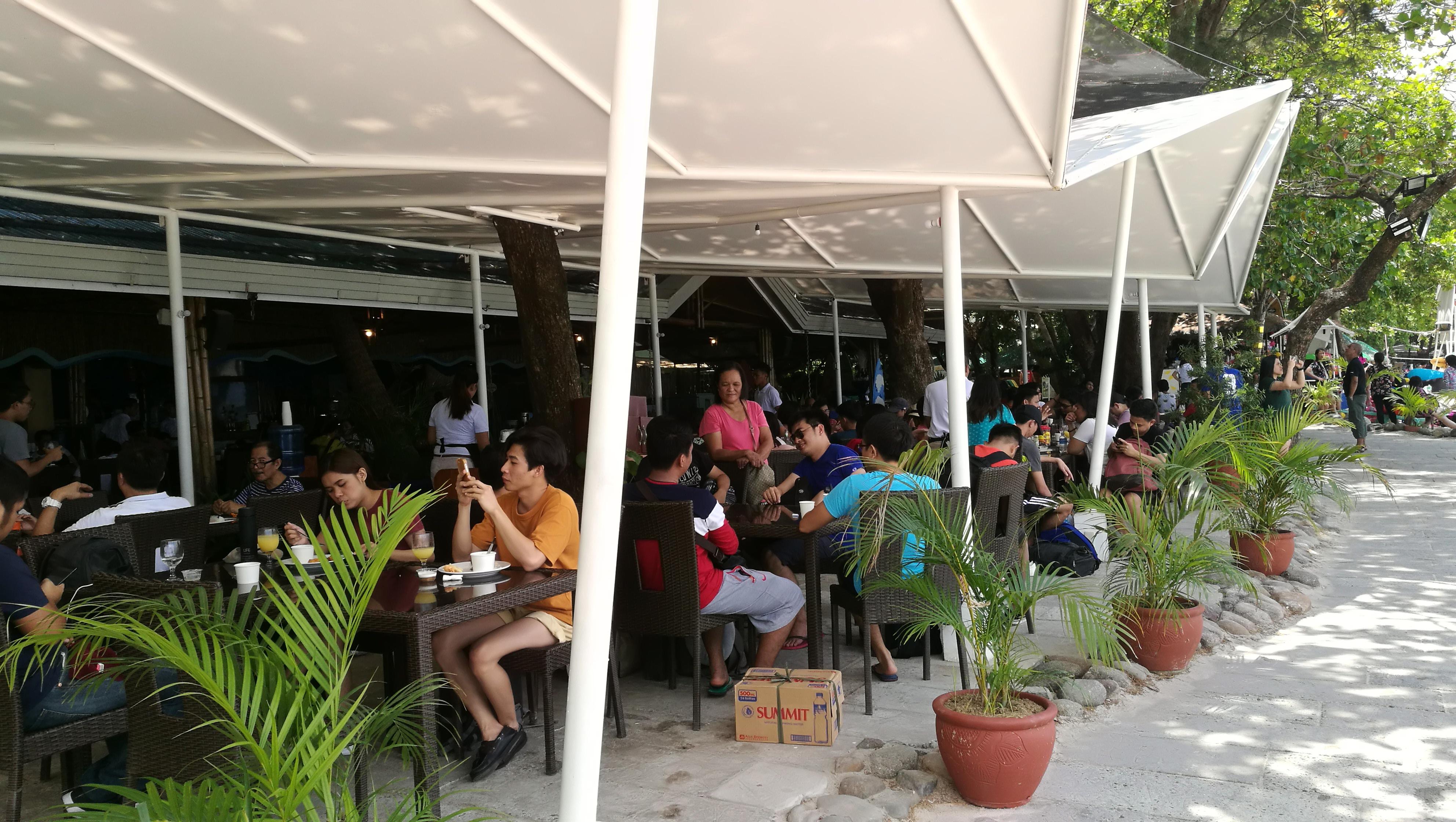 カマヤンビーチのレストラン